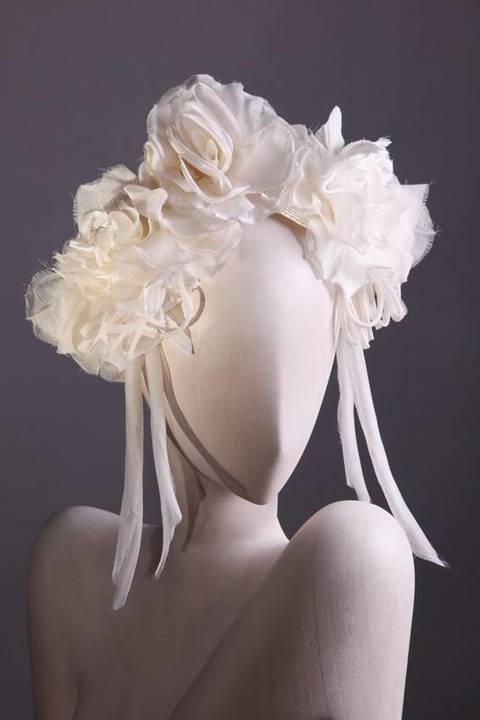 إختاري القبعة بدل الطرحة لزفافك، إنّها الموضة!