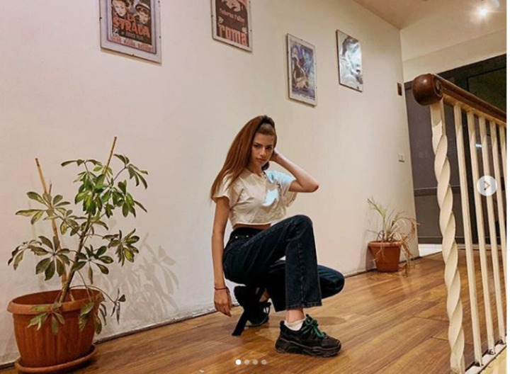 بعد صورتها مع والدتها.. 20 صورة تكشف أناقة اطلالات ابنة رانيا فريد شوقي