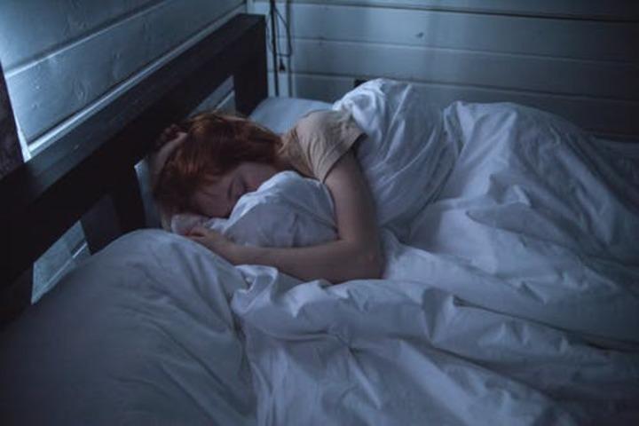 اعرفي خطر النوم لفترات طويلة😢