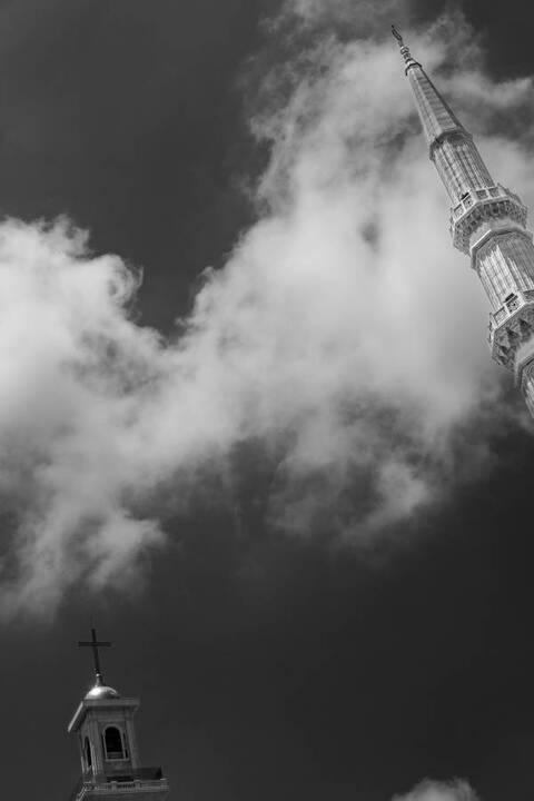 معرض صور Beyrouth - Beirut لفاديا أحمد:كيف نتصالح مع العاصمة الجريحة صاحبة الابتسامة العارفة؟