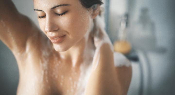 غسل الشعر أثناء الدورة الشهرية مُضر؟
