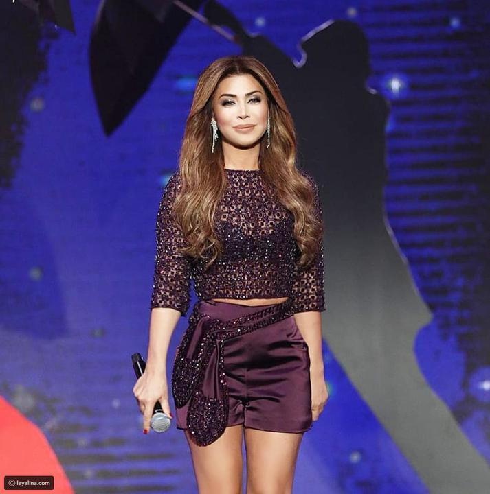 ad875c21eb6d8 أزياء نوال الزغبي في ديو المشاهير..أحدهم أعاد للأذهان فستان رانيا يوسف