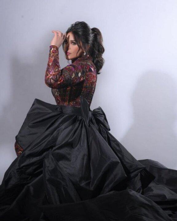 استوحي فستان خطوبتك من إطلالات أحلام