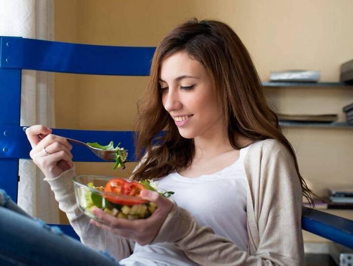 هذا التفصيل في طريقة تناول الطعام يساعد على خسارة الوزن... ما هو؟