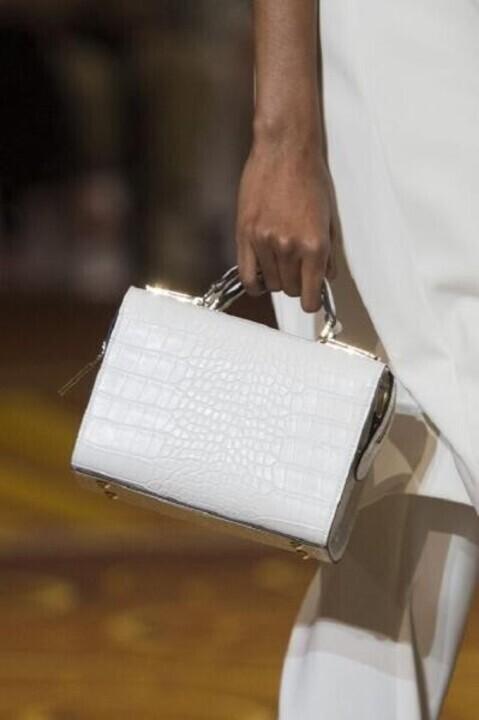 هذه الحقيبة من أحدث صيحات الشتاء