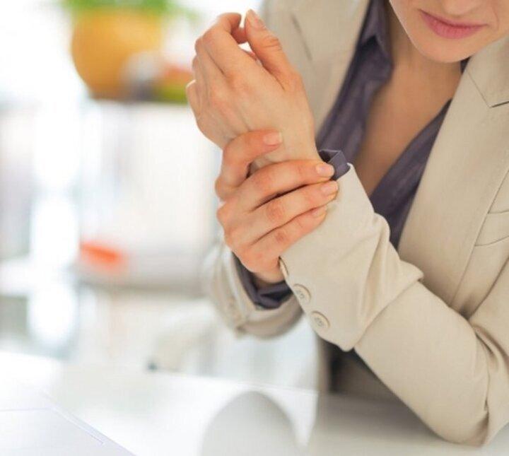 دراسة: قلة النوم وتأثيره على العظام لدى النساء