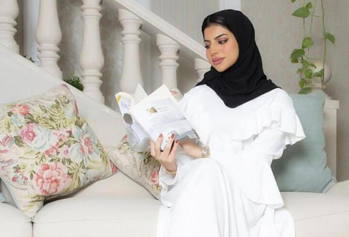 فساتين ملونة للمحجبات من وحي شهد الزهراني
