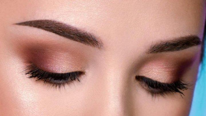 نصائح عند اختيار لون ظلال العيون المناسب للون الحواجب