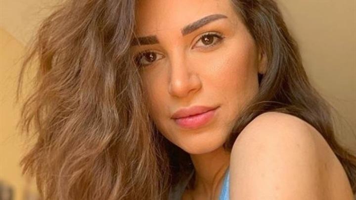 بـ البرنيطة.. ملكة جمال سوريا بإطلالة أنثوية.. صور