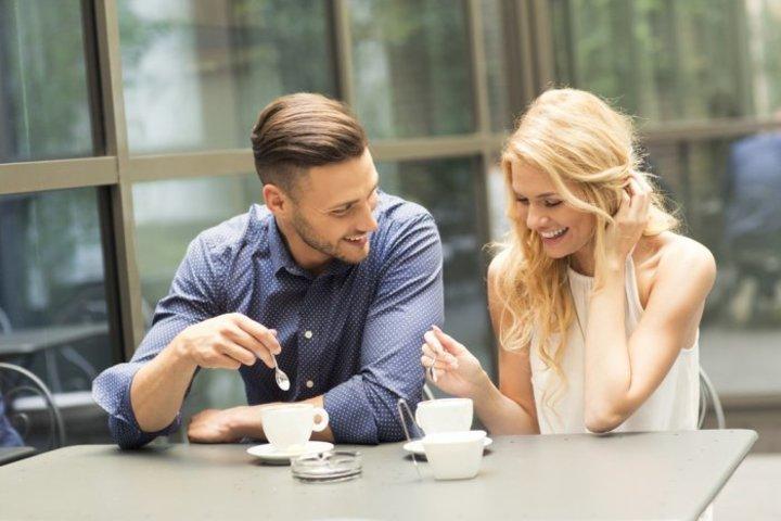 كيف تدلل العروس خطيبها في فترة الخطوبة