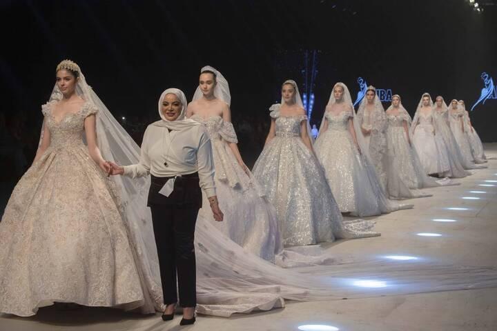 أديبة المحبوب تطلق فساتين الزفاف لعام 2020