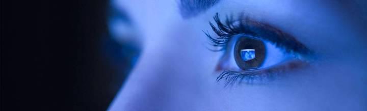 مشاكل جديدة في العينين لم نشهدها سابقاً بسبب الأشعة الزرقاء