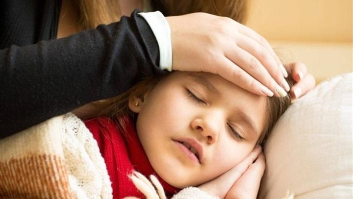 للأمهات.. نصائح لحماية طفلك من خطر الالتهاب السحائي