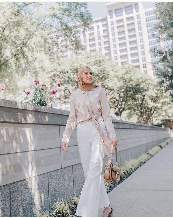 ما سر اختيار مدونة الموضة المحجبة لينا أسعد للون الأبيض؟