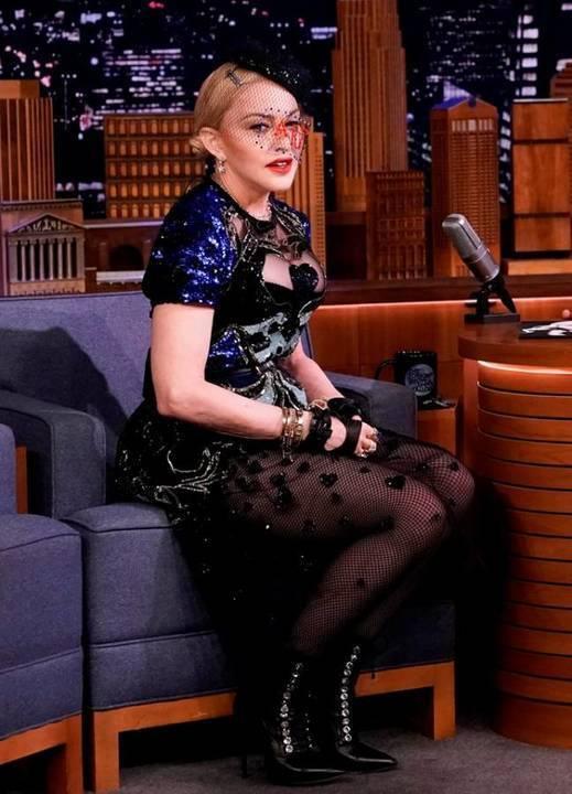 بالفيديو- مادونا تتألّق بفستان من إيلي صعب