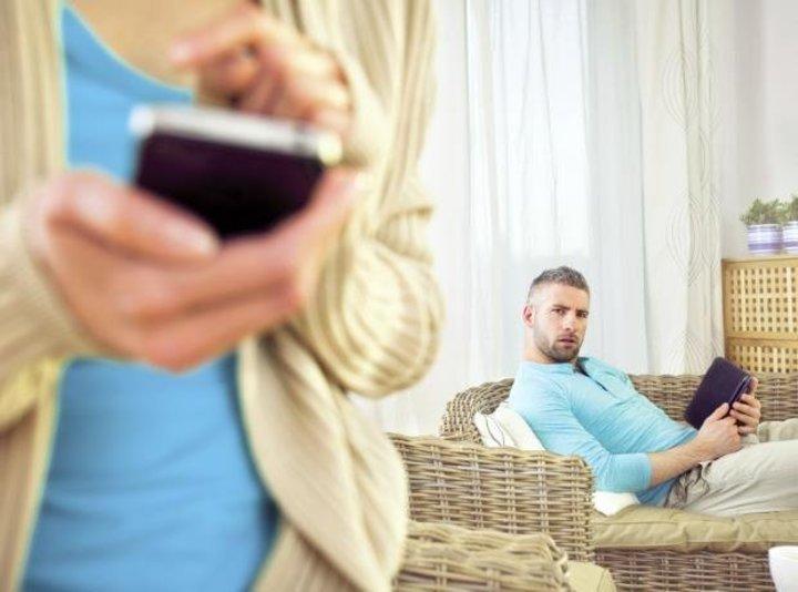 علامات تدل على خيانة الزوجة لزوجها