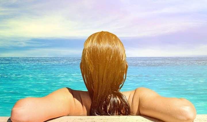 احذري أضرار مياه البحر علي شعرك
