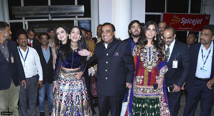 بيونسيه تُحي الحفل و100 طائرة للمدعووين.. زفاف ابنة أغني رجل في الهند