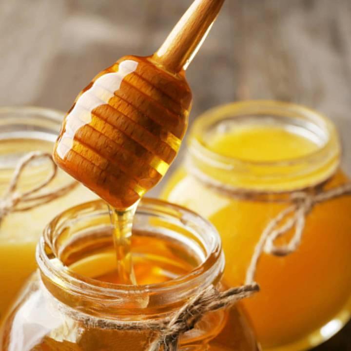 طريقة لا تعرفونها للتمييز بين العسل الطبيعي والمغشوش... هذا ما عليكم فعله