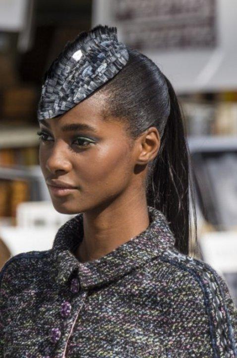 اكسسوارات الشعر الجانبية مع الحبيبات البراقة احدث موضة في عيد الاضحى 2019