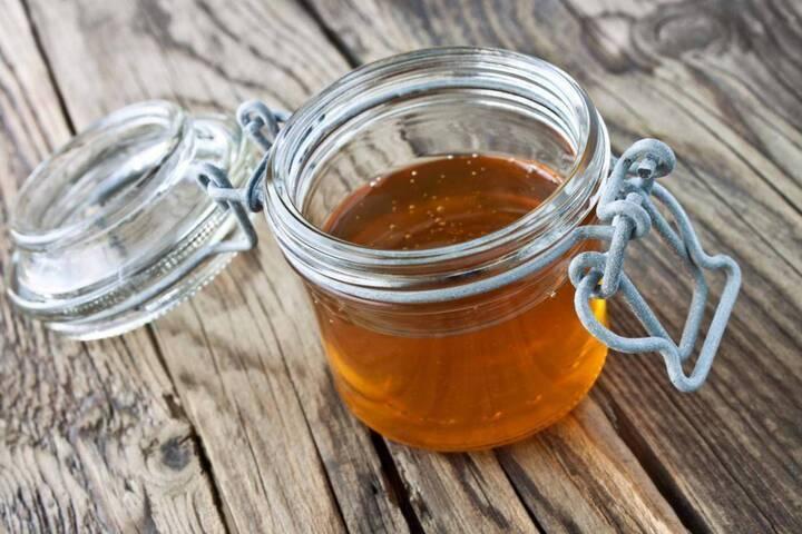 هذه أسهل الطرق للتمييز بين العسل الطبيعي والصناعي في المنزل