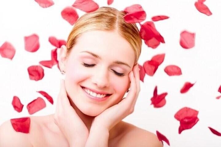 ماسكات من بتلات الورد لعلاج مشاكل البشرة