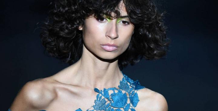 صيحة الهايلايتر تسود عروض الأزياء في مدريد