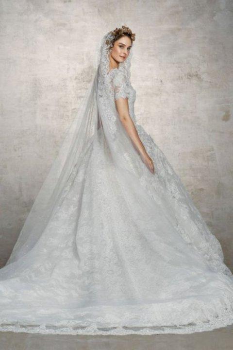 8eeaf65e8fb6c أحدث موديلات فساتين زفاف لعروس الصيف