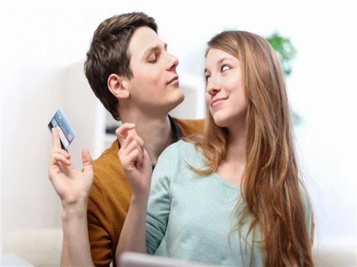 5 طرق للتعامل مع الزوج المسرف