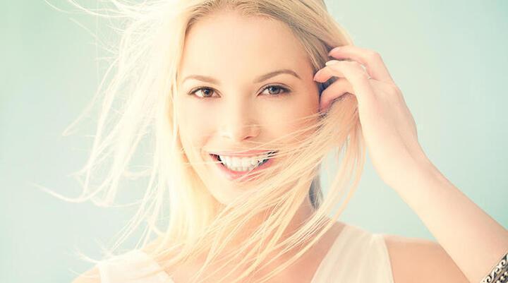 أفضل الخلطات لتفتيح الشعر بشكل طبيعي