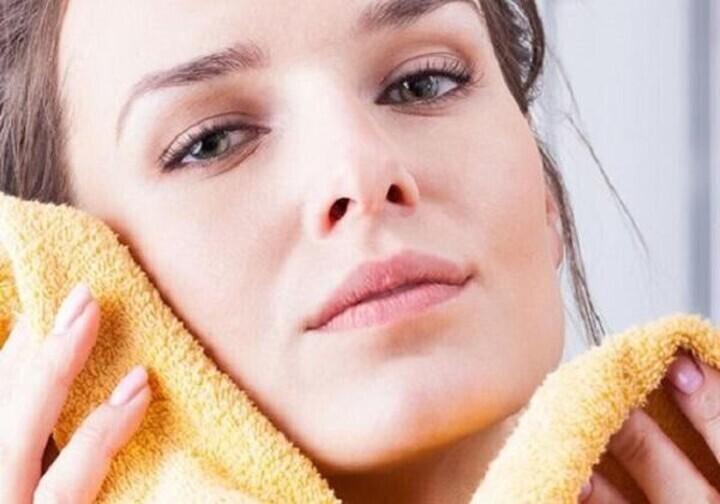وصفات طبيعية لتنظيف البشرة بعمق