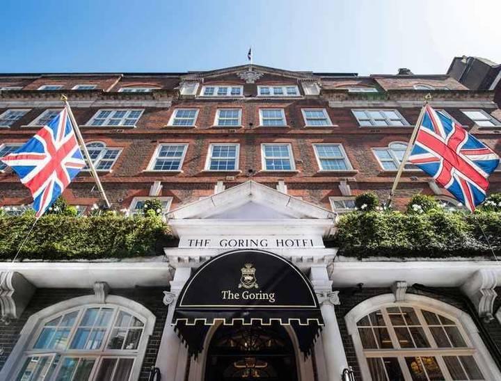 تعرّفوا إلى الفنادق والأماكن الساحرة التي اختارتها العائلة المالكة لقضاء العطلة