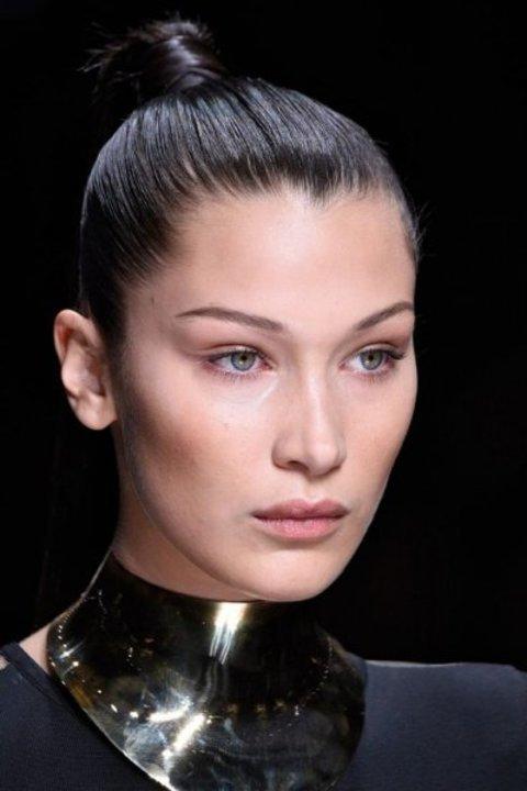 تعلّمي تطبيق تسريحات الشعر المبللة بأسلوب بيلا حديد