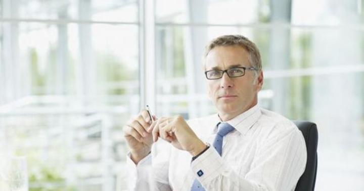 هل هناك علاقة بين ارتداء النظارات الطبية ومستوى ذكاء الإنسان؟