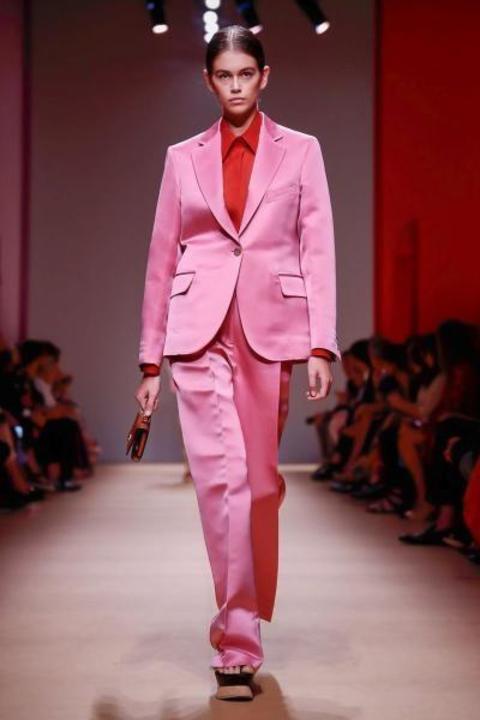 أزياء صيف 2019 بألوان النيون الصارخة واليك أسرار تنسيقها