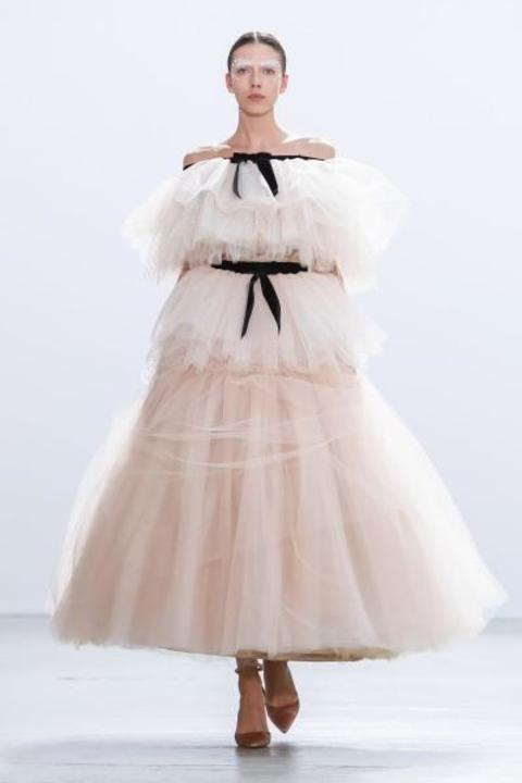 صور فساتين خطوبة وردي لعروس 2020