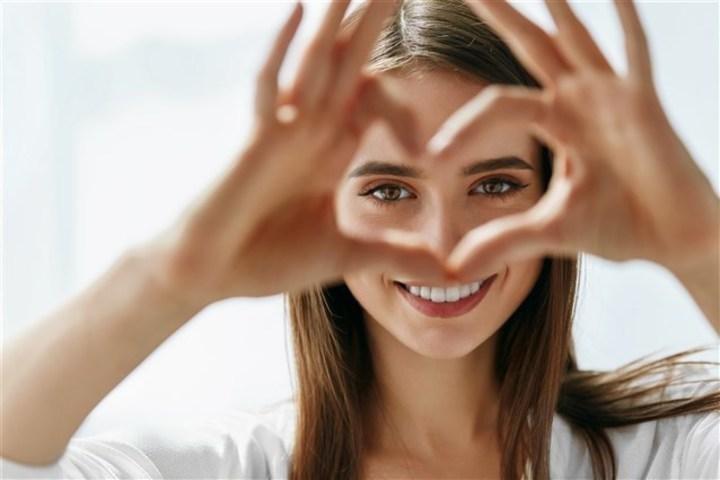 إنتبهي إلى لغة العيون فهي أصدق من الكلمات!