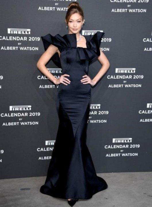 تألقي بأسلوب النجمات بفساتين السهرة باللون الأسود !
