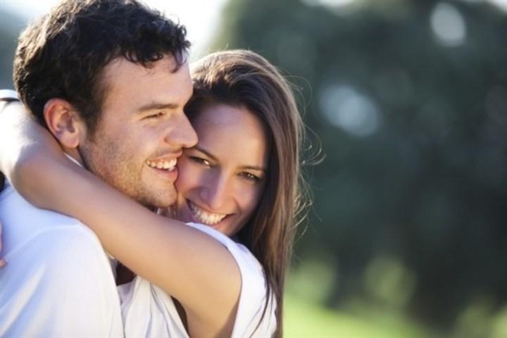 هل تعلمين ما هي إيجابيات الزواج من شريك بالعمر نفسه؟