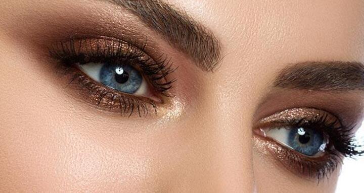 مكياج عيون برونزي ناعم لشتاء 2020