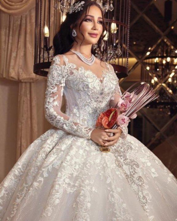 استوحي اطلالة زفافك من أمل العنبري