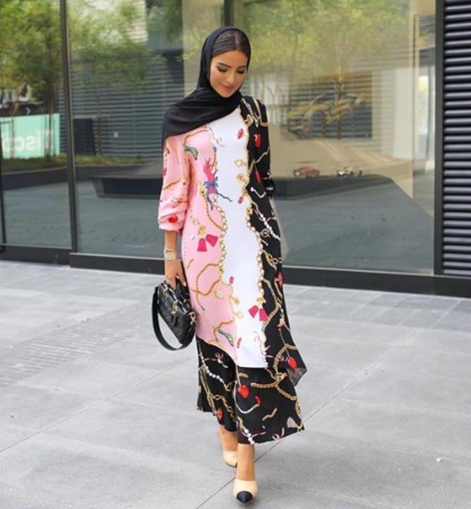 cb0eeb3eb احدث اشكال أزياء السهرة للمحجبات من وحي مدونات الموضة لخريف 2018