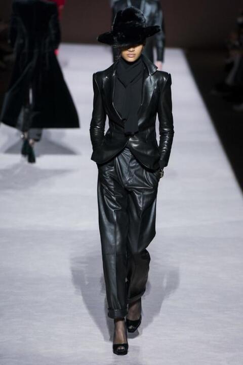موضة البدلة للمحجبات من أسابيع الموضة العالمية