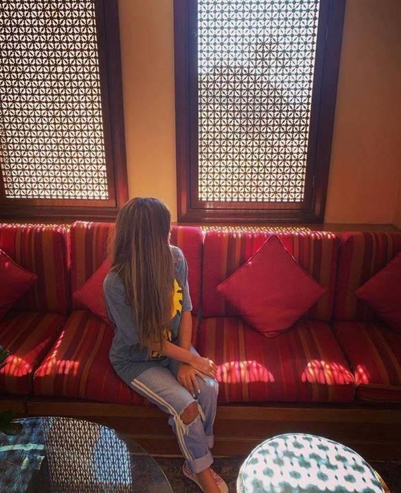 بالصور - إطلالة حلا الترك في أول ايام العيد تفاجئ الجميع... هكذا بدت أكبر من سنها الحقيقية