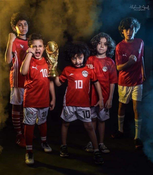 للأمهات والأبناء.. مصممة أزياء تطلق مجموعة جديدة بأجواء كأس الأمم الأفريقية