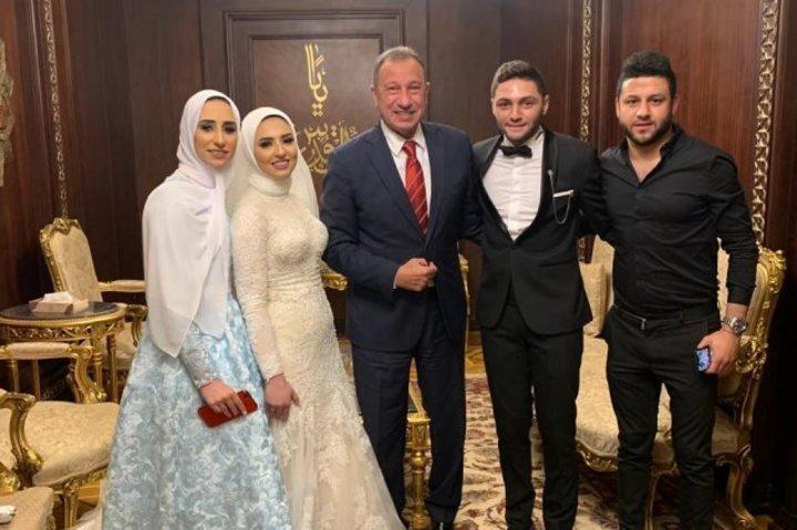 الخطيب على رأس الحضور بحفل زفاف نجم النادي الأهلي ..صور