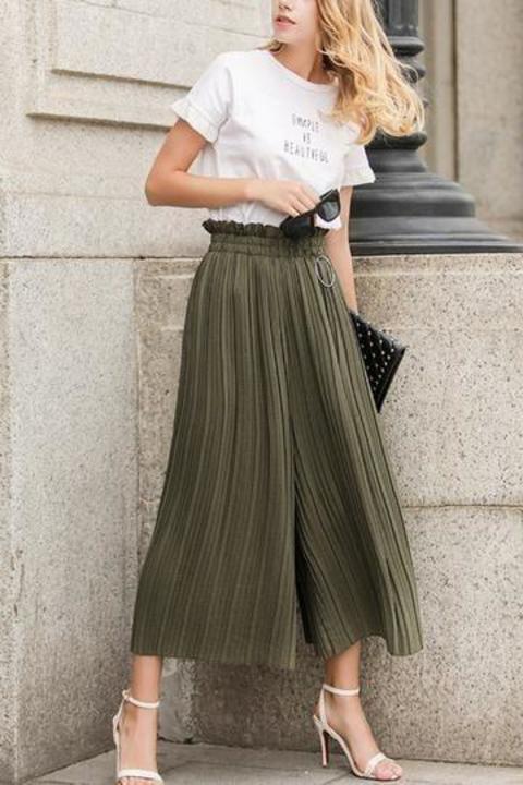 طرق مختلفة لارتداء البنطلون البليسيه هذا الصيف