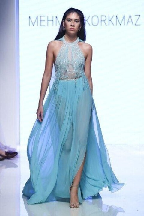 أجمل فساتين خطوبة باللون الأزرق من دبي