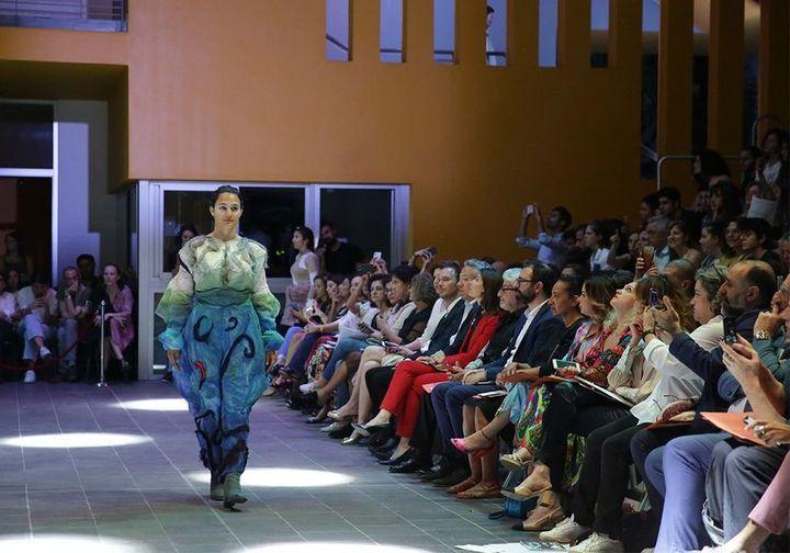 بدعم من المصمم ربيع كيروز عرض مبهر لأزياء طلاب جامعة