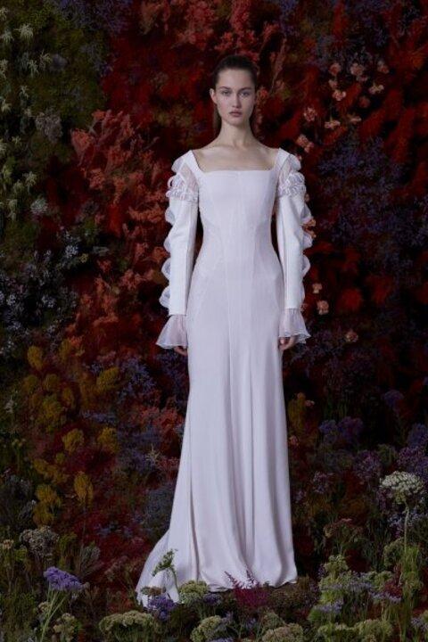 للعروس الجريئة ...إليك اجمل فساتين زفاف 2020